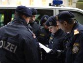 شرطة النمسا: مصرع شابين سوريين بسبب الاختناق داخل حافلة لتهريب اللاجئين