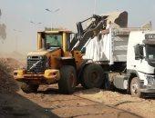 صور.. رفع 2500 طن تراكمات قمامة بطريق شركات البترول فى شبرا الخيمة