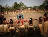 السكان الأصليون فى الأمازون يصلون لوقف الحرائق