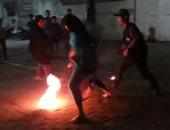 شاهد.. أطفال يلعبون بكرة من النار فى إندونيسيا