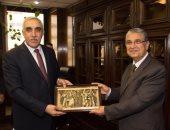 سفير العراق يبحث مع وزير الكهرباء الاستفادة من خبرات مصر فى إعادة الإعمار