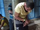أهالى قرية بالمحلة يضبطون لصا أثناء محاولته سرقة شقة ويلقنونه علقة ساخنة