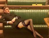 """استرخاء زعيم مجلس العموم البريطانى يثير موجة من """"الكوميكس"""""""