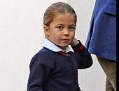 شاهد.. شبه كبير بين الأميرة شارلوت والملكة اليزابيث فى أول يوم مدرسة