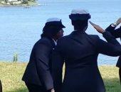 فيديو.. ما قدرتش تمسك نفسها من الفرحة.. ضابطة أمريكية ترقص بحفل تقاعدها