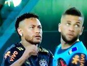 فراشة تثير ذعر نيمار قبل مباراة البرازيل ضد كولومبيا.. فيديو