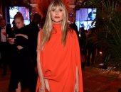 تعرف على دور الأزياء التى صنعت إطلالة هيدى كلوم بحفل Harper's Bazaar