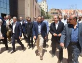 رئيس الوزراء فى جولة بالمنيا: هدفنا التنمية والتخفيف عن المواطنين