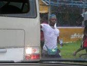 سوبر كورة.. جماهير سيراليون تعتدى على منتخب ليبيريا قبل مباراة اليوم