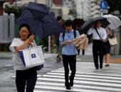 إعصار فاكساى يشل حركة المواصلات ويقطع الكهرباء عن مناطق قرب طوكيو
