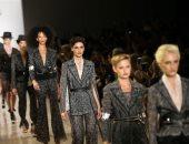 مصممة الأزياء الصينية وانج تاو تقدم مجموعة أزياء لدعم المرأة فى معرض بنيويورك