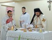 الانبا باخوم يترأس صلوات القداس بكنيسة الكاثوليك بعين شمس