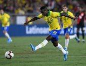 فينيسوس جونيور يستعرض مهاراته فى أول ظهور مع منتخب البرازيل.. فيديو