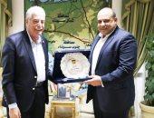 محافظ جنوب سيناء يكرم المحامى العام بالمحافظة