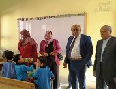 فيديو.. مدير تعليم الجيزة يتفقد مدارس إمبابة فى أول يوم دراسة