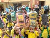 صور.. مديرة مدرسة بحدائق القبة تستقبل التلاميذ بالهدايا والاحتفالات