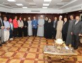 محافظ بنى سويف: المسلمون والأقباط يسهمون معا فى أعمال الخير ومواجهة التطرف