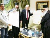 وفد من دير سانت كاترين يهدى محافظ جنوب سيناء نسخة من الوثيقة المحمدية