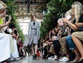 على طريقة أفلام الأربعينات.. عرض أزياء مايكل كورس بأسبوع الموضة بنيويورك