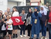 أعلام تونس تزين سفارة الخضراء بالقاهرة فى أول أيام الانتخابات الرئاسية (فيديو)