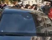 شاهد..مرشحه رئاسية تحتفل بزفافها فى سيارة دفن الموتى فى روسيا