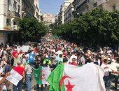صور.. آلاف يتظاهرون بالجزائر مطالبين برحيل باقى النخبة الحاكمة قبل الانتخابات