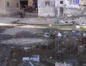 اضبط مخالفة.. قمامة وطفح مجارٍ أمام المدرسة الإعدادية فى بلبيس.. صور