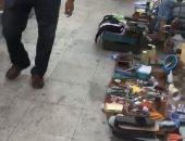 شكوى من انتشار الباعة الجائلين أمام مزلقان فيكتوريا بالإسكندرية