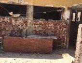 أولياء أمور متضررون من عدم الانتهاء من تطوير حمامات مدرسة بالدقى.. صور