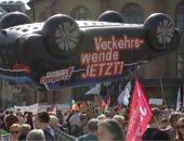 شاهد.. الآلاف يشاركون فى معرض فرانكفورت الدولى لتحويل السيارات لصديقة للبيئة