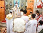 مطران الأقصر الكاثوليكى يترأس الاحتفال بعيد الأب يوسف الفرشوطى.. صور