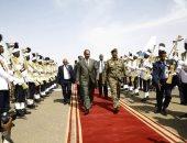صور.. رئيس إريتريا يصل إلى السودان للقاء البرهان وحمدوك