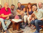 """شاهد.. كيف احتفلت أسرة فيلم """"لص بغداد"""" بعيد ميلاد محمد إمام وياسمين رئيس"""