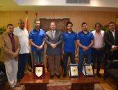 محافظ الفيوم يُكرّم الجهاز الفنى لمنتخب مصر لناشئى كرة اليد