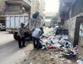 رفع مخلفات فى حملة نظافة بشوارع حى غرب شبرا الخيمة