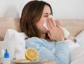 تغيرات الجسم فى أول 24 ساعة من الإصابة بالأنفلونزا ودليل إيقافها.. انتفاخ الغدد الليمفاوية وألم العضلات دليل على محاربة الفيروس.. والعطس يحدث بسبب مادة الهيستامين التى تحاول طرد الفيروس من مجرى التنفس