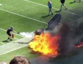 شاهد لحظة اندلاع حريق بملعب لكرة القدم الأمريكية قبل بدء مباراة افتتاحية