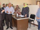 محافظ بنى سويف يتابع منظومة العمل بـإدارات مبنى الديوان القديم شرق النيل