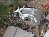 شاهد.. حطام طائرة صغيرة بعد سقوطها بأحد الأحياء الكولومبية