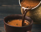 عشاق تناول القهوة لديهم فرص للتخلص من الدهون المتراكمة وضبط الأنسولين
