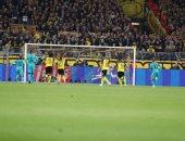 دورتموند ضد برشلونة.. شتيجن يتألق ويتصدى لركلة جزاء رويس.. فيديو