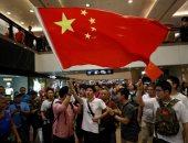 إلقاء قنابل حارقة فى مترو هونج كونج..والمحتجون يرفضون حظر الأقنعة