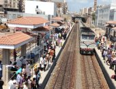 """عودة حركة قطارات """"طنطا ـ المنصورة"""" بعد رفع لوحة إعلانات سقطت على القضبان"""