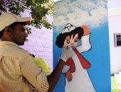"""فيديو وصور.. """"عيد"""" رسام السعادة بالفيوم.. طالب يجوب القرى لرسم الواجهات"""