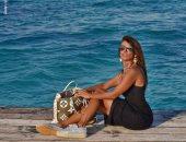 زينة تودع الصيف بجلسة تصوير جديدة على البحر