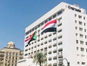 رفع العلم السودانى بمجلس الوزراء استعدادا لاستقبال رئيس حكومة السودان.. صور