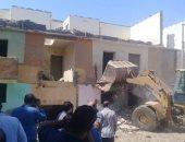 حملة لإزالة المبانى المتهالكة بمدينة العمال وإزالة 4 حالات تعد بديرمواس فى المنيا