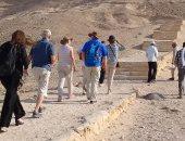 صور.. وفد سياحى من ألمانيا يزور المناطق الأثرية فى المنيا