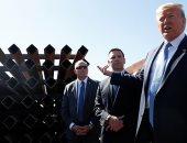 دونالد ترامب يتابع آخر تطورات بناء السياج الحدودى بين أمريكا والمكسيك