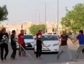 شاهد.. الشرطة السعودية تقبض على 12 سورياً إثر مشاجرة جماعية بالرياض